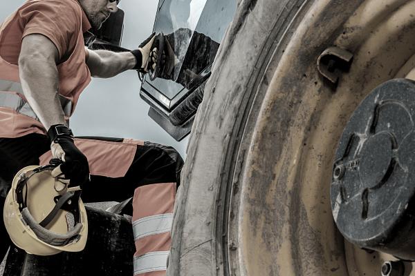 Creston, BC Heavy Equipment Company - Irontek